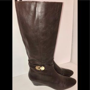Bandolino short wedge brown boot w buckles size 8M
